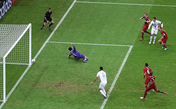 Cristiano Ronaldo colpisce un palo a Euro 2012