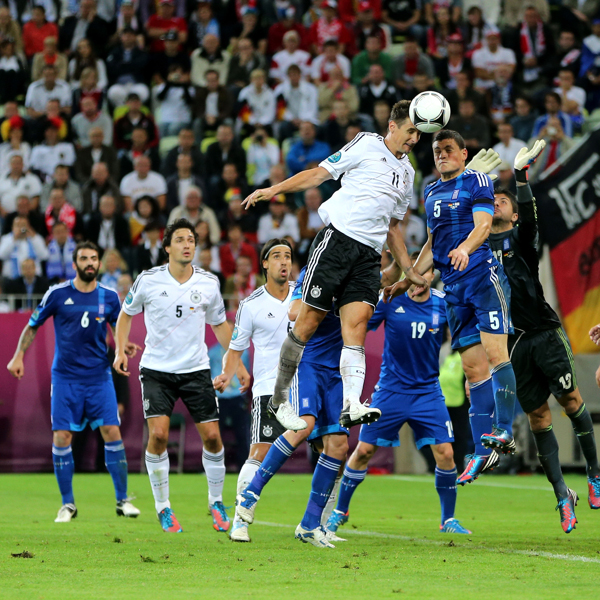 Miroslav Klose segna contro la Grecia a Euro 2012