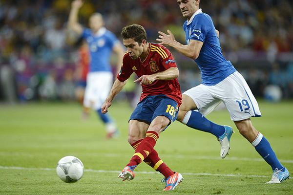Jordi Alba segna il raddoppio spagnolo nella finale di Euro 2012