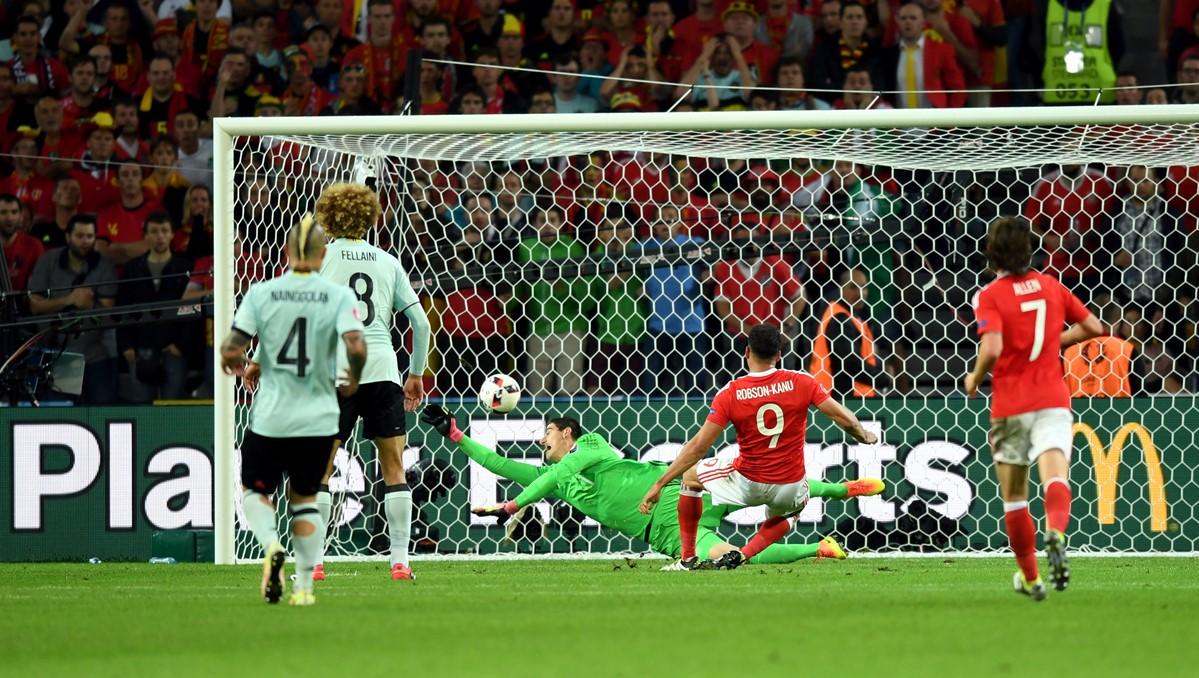 Hal Robson-Kanu del Galles segna a Euro 2016
