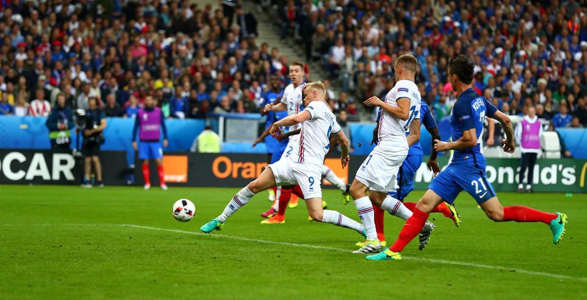 Kolbeinn Sigthorsson segna contro la Francia a Euro 2016