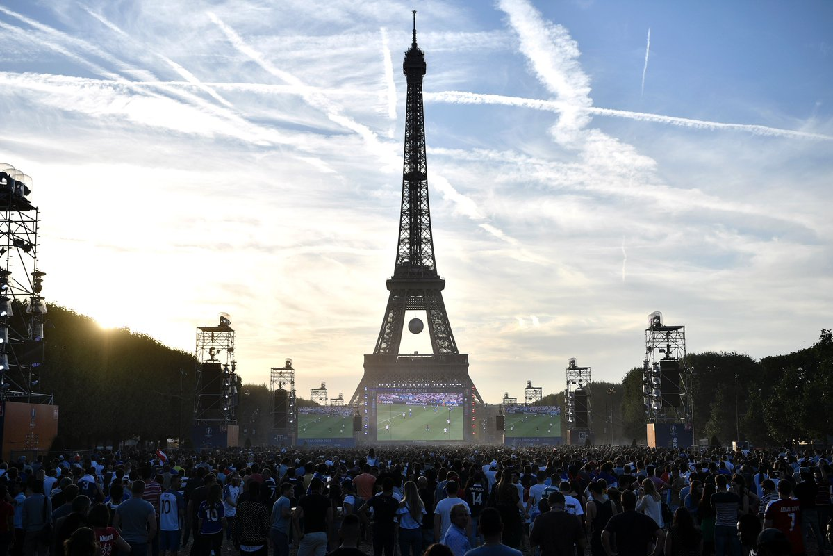 La fan zone di Parigi a Euro 2016