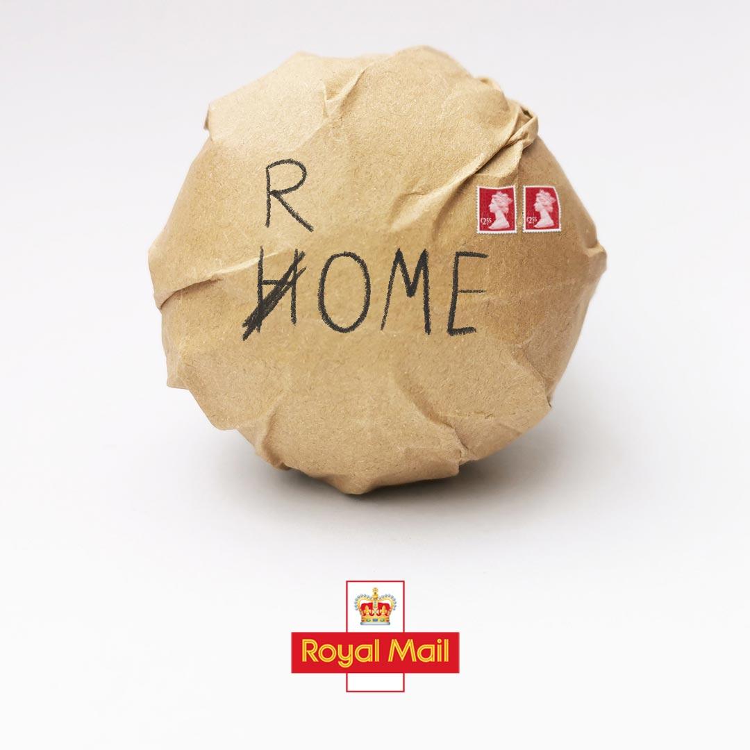 Pacco contenente il pallone di Euro 2020 spedito a Roma