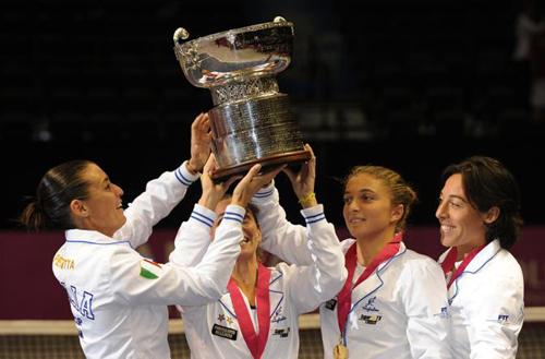 Le tenniste italiane festeggiano il successo in FedCup