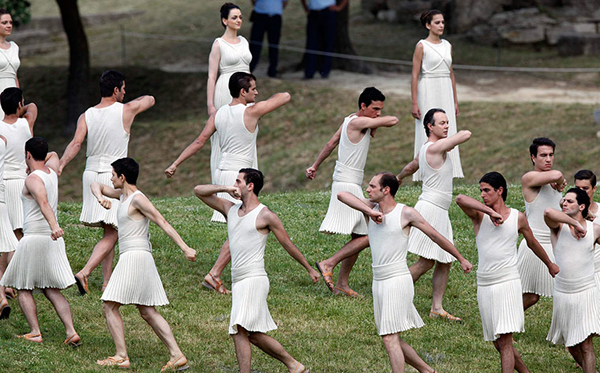 La cerimonia dell'accensione della torcia olimpica