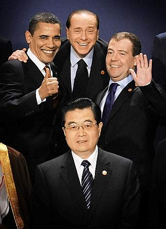 Berlusconi assieme a Obama, Medvedev e Hu Jintao al G20 di Londra