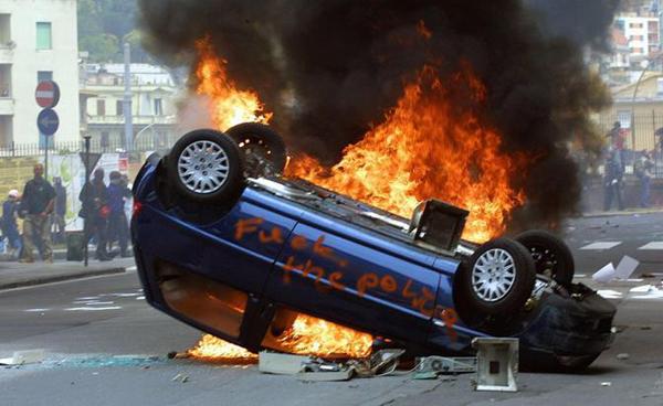 Teppisti al G8 di Genova del 2001