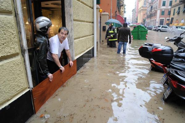 Danni dell'esondazione del Bisagno a Genova
