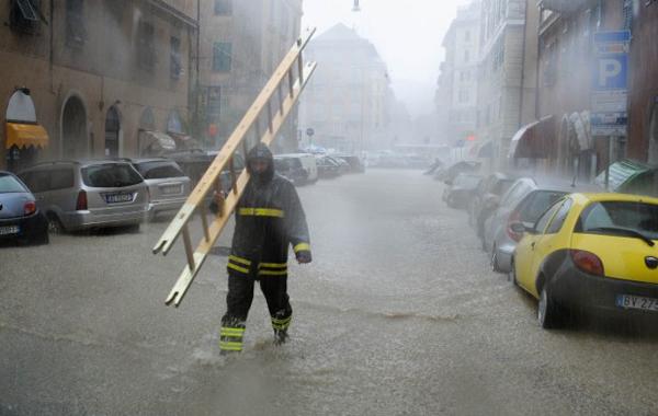 Vigili del Fuoco in azione a Genova