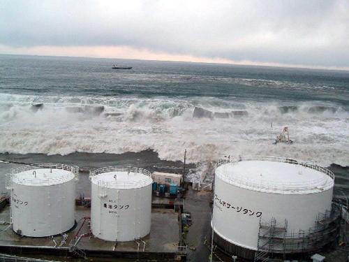 Lo tsunami che ha danneggiato la centrale nucleare giapponese