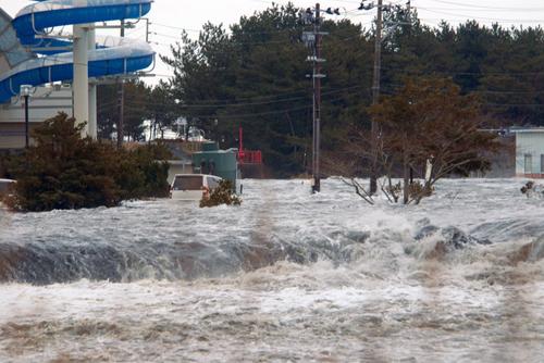 Lo tsunami colpisce Iwaki
