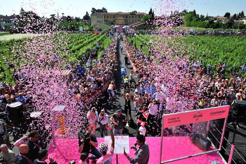 Firme e partenza al Giro d'Italia