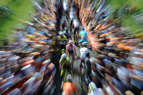Contador spicca nella carovana rosa