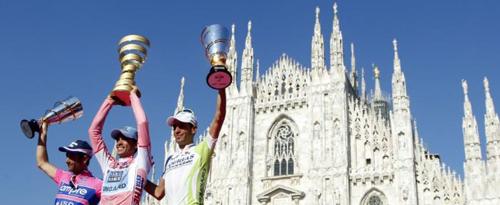 il podio del Giro d'Italia a Milano