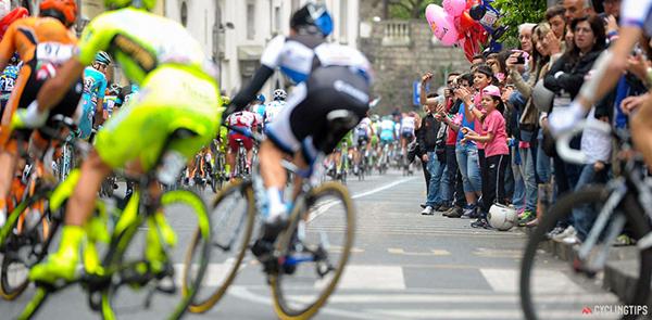 Giovani tifosi al Giro 2013
