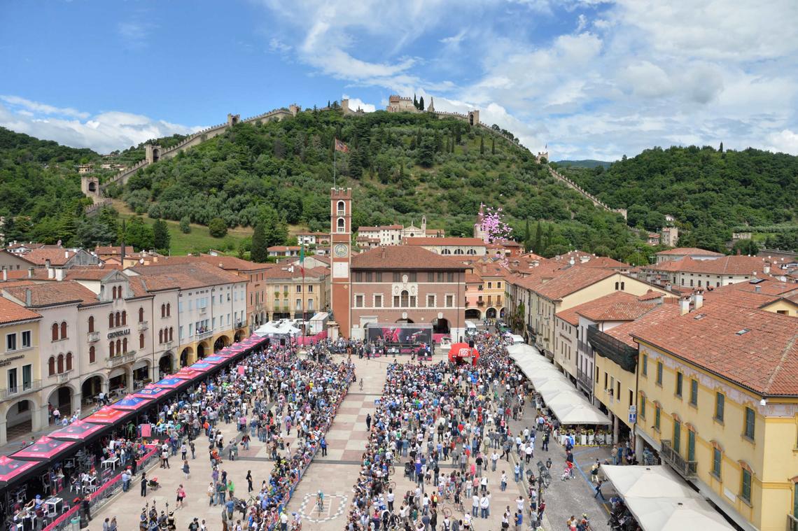 Area partenza di una tappa del Giro d'Italia 2015