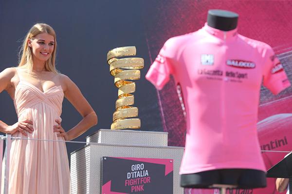 Trofeo senza Fine e maglia rosa al Giro d'Italia 2015