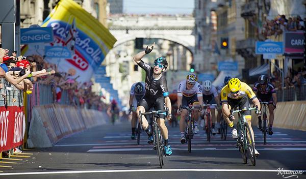 Elia Viviani vince a Genova al Giro 2015