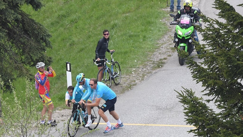Salto di catena per Nibali al Giro d'Italia 2016