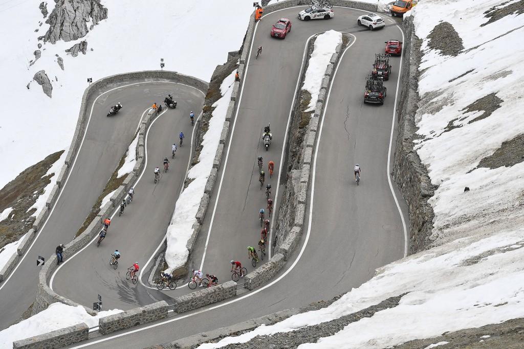 Attacco in discesa al Giro d'Italia 2017