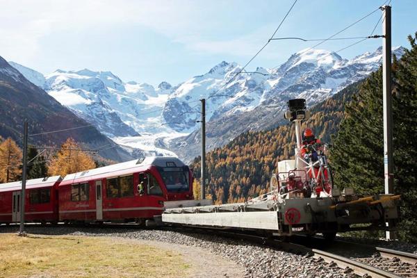 Il triciclo di Google sul trenino del Bernina