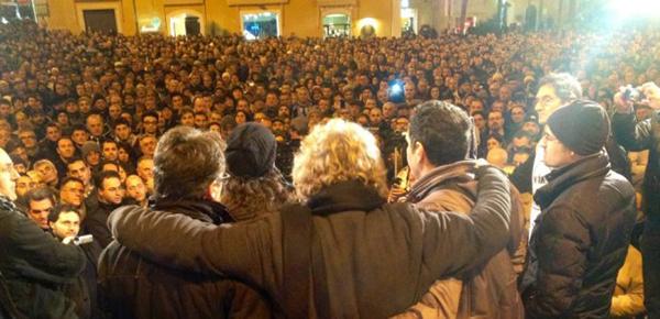 Grillo durante un comizio a Matera