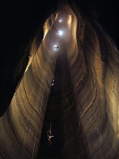 Il Fantastic Pit della grotta di Ellison negli Stati Uniti