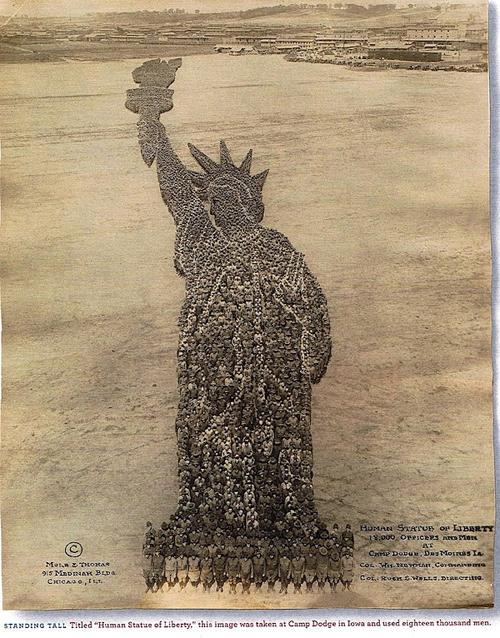 Statua della Liberta ricreata da 18000 soldati a Camp Dodge nel 1918