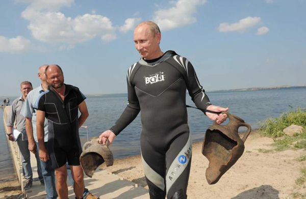 Putin trova due antiche anfore