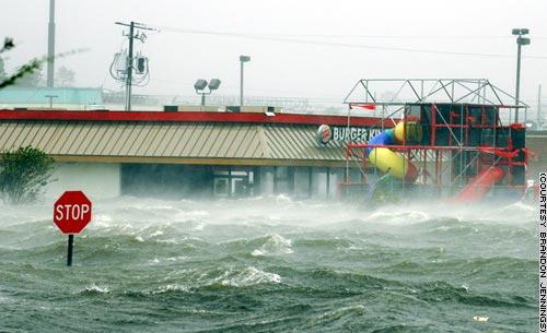 L'acqua sommerge Biloxi