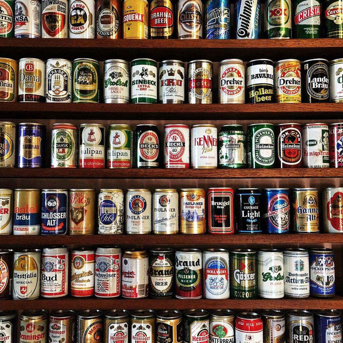 Collezione di lattine di birra