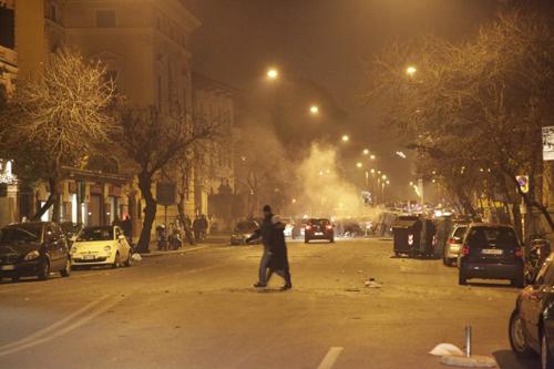 Ultras laziali mettono a ferro e fuoco Roma
