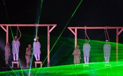Impiccagioni artistiche durante le celebrazioni per il quara