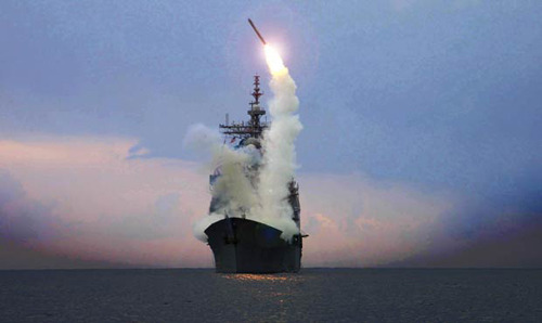 Lancio di un missile Tomahawk da una nave americana