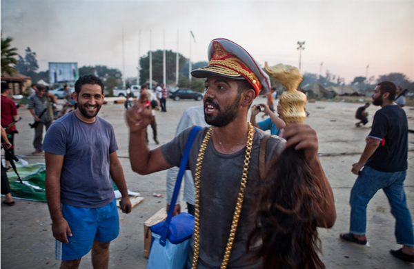 Il ribello con il cappello di Gheddafi