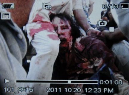 Il cadavere del colonnello Gheddafi