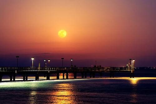 Luna al perigeo sopra al lago St. Clair