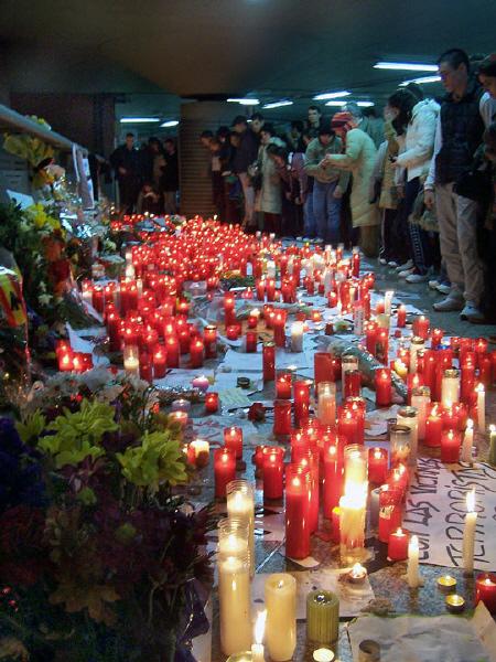 Le candele per le vittime della strage di Madrid [11 Marzo 2004]