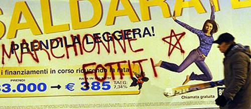 Il manifesto a Torino con la scritta Marchionne fottiti e una stella a cinque punte
