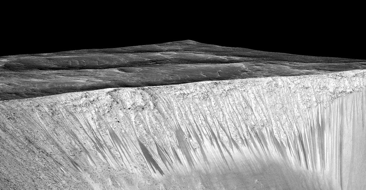 Tracce di acqua che scorre sulla superficie di Marte