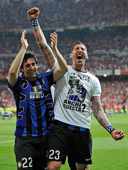 Materazzi dopo la vittoria della Champions League con una maglietta anti Juventus, 'Rivolete anche questa?'