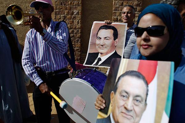 Sostenitori di Mubarak