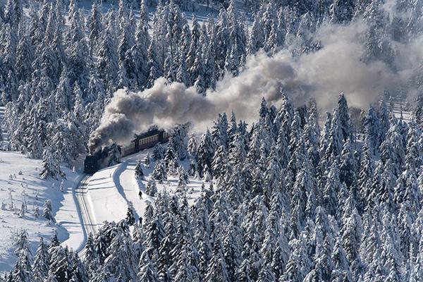 Un treno nella neve a Schierke