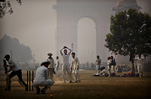 New Delhi sotto una coltre di nebbia