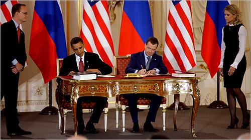 Obama e Medvedev firmano il nuovo trattato START