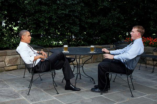 Il presidente Obama si gusta la propria birra