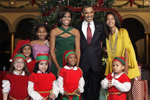 La famiglia Obama e gli elfi di Babbo Natale