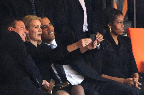 L'autoscatto di Obama ai funerali di Mandela