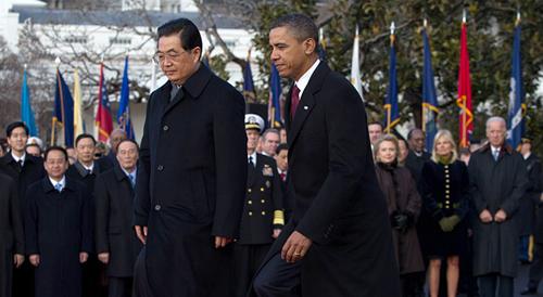 I presidenti Obama e Hu si avviano al palco