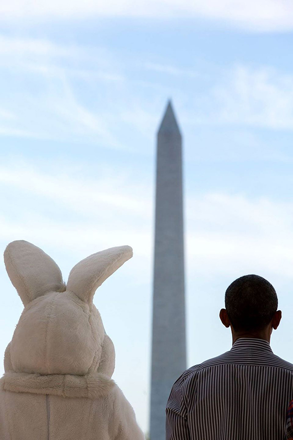 Obama, un coniglio pasquale e il monumento a Washington